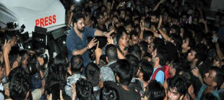 উত্তাল যাদবপুর বিশ্ববিদ্যালয়, আটকে থাকা বাবুলকে উদ্ধার করলেন রাজ্যপাল